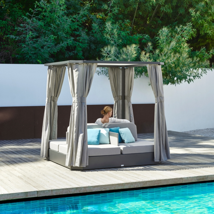 JCD. DAYBED